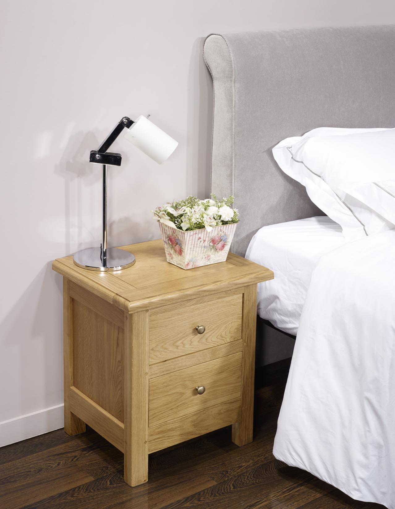 Mesa de noche Gabriel 2 cajones hecha en madera roble macizo estilo ...