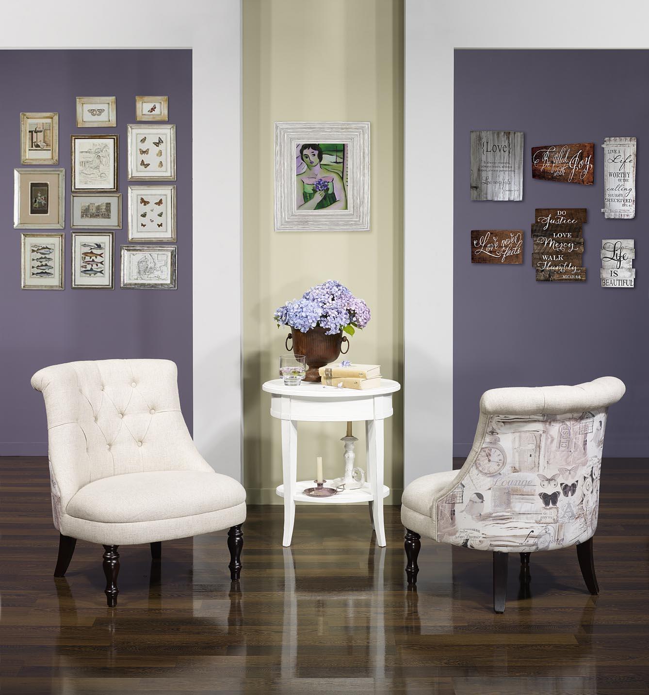 sillone berta tapizado con tela de color beige estampado de flores